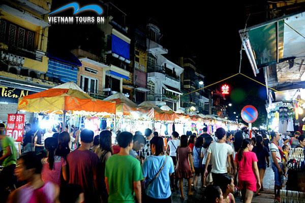 Visiter le marché nocturne de Hanoi